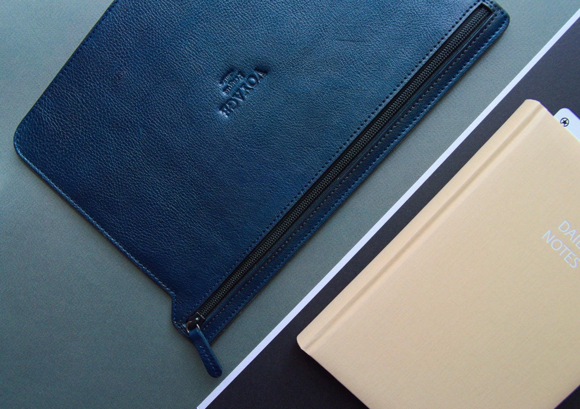 kožený obal na zipu na macbook