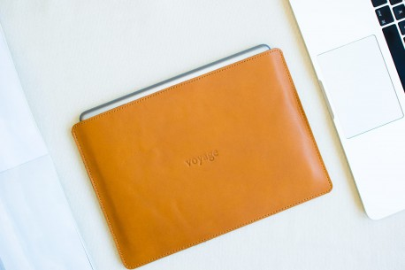 "Leather sleeve iPad 9.7"" // SLIM (Brown)"
