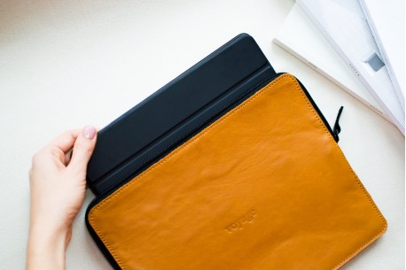 Kožené pouzdro na MacBook // SAFE (Brown)