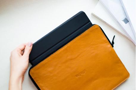 Leather MacBook folio // SAFE (Brown)