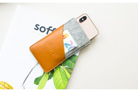Obal z plsti na iPhone 11, Xs & 8 Plus // CULT (Brown/light)