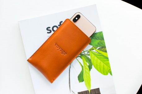 iPhone Xs, Xr & Xs Max leather sleeve // PELTA (Chestnut)