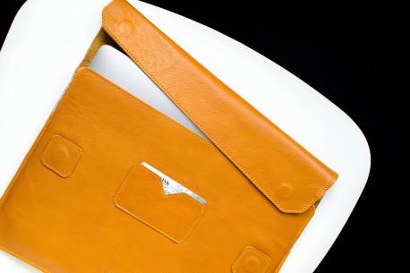 Leather MacBook sleeve // LEDAR (Brown)