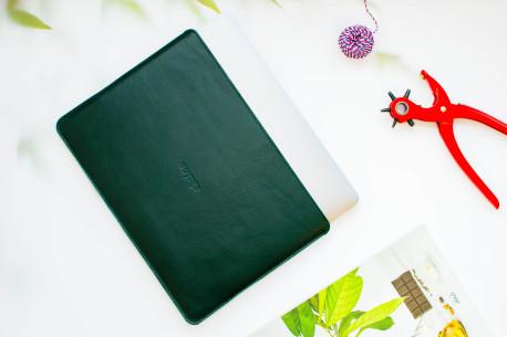 Leather MacBook sleeve // SLIM (Green)
