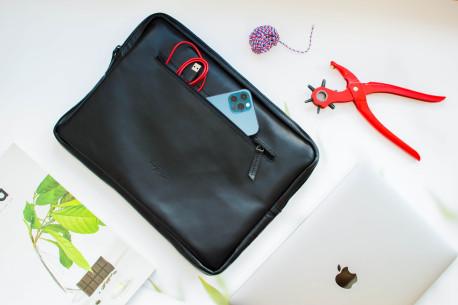 Kožená taška na MacBook // DEYA (Black)